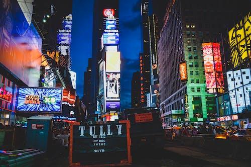 Foto profissional grátis de arquitetura, arranha-céus, Broadway, centro da cidade