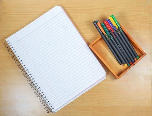 Ilmainen kuvapankkikuva tunnisteilla kynä, kynät, lappu, maalaus
