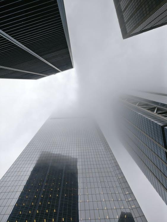 các tòa nhà, có sương mù, góc chụp thấp