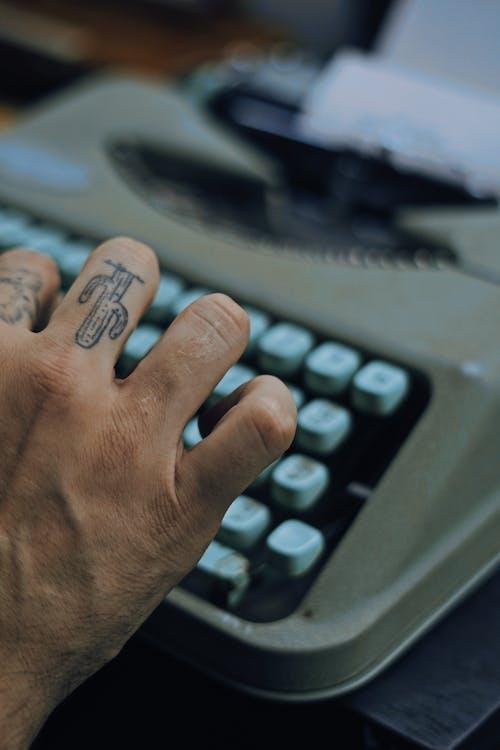 hånd, skrive på maskin, skrivemaskin