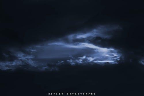 Kostenloses Stock Foto zu blauer himmel, dunkelblau, wolke