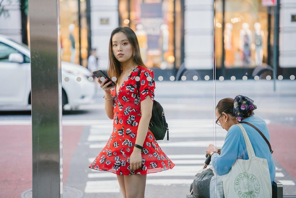 Woman standing outdoor   Photo: Pexels