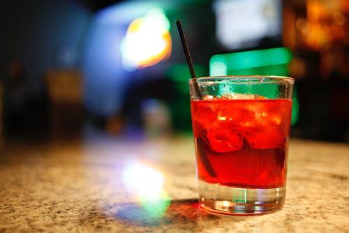 Бесплатное стоковое фото с коктейль, пить, стакан