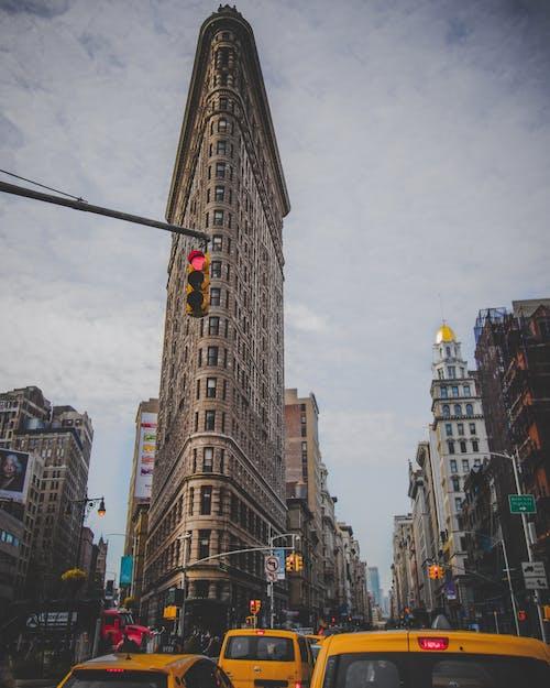 Foto profissional grátis de arquitetura, arranha-céu, ativo, centro da cidade