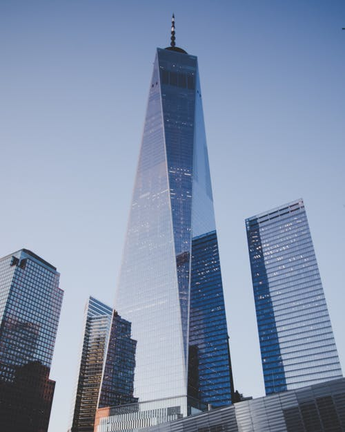 Foto d'estoc gratuïta de alt, arquitectura, cel blau, centre de la ciutat