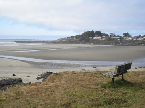Free stock photo of a bench by the sea...