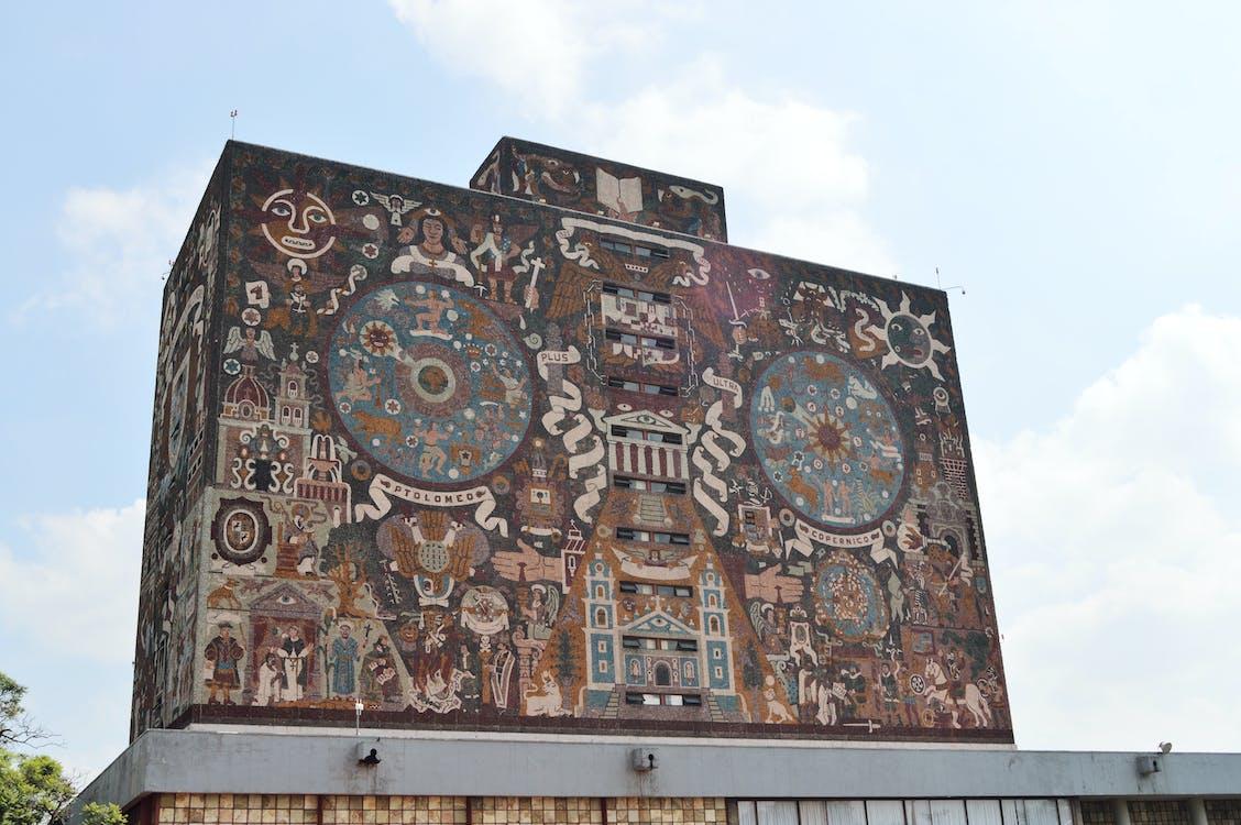 Edificio De Hormigón Marrón