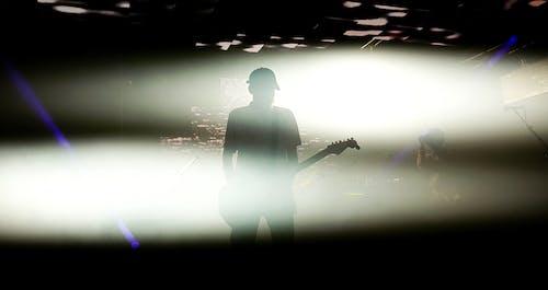Kostenloses Stock Foto zu gitarrist, mann, musikinstrument, person