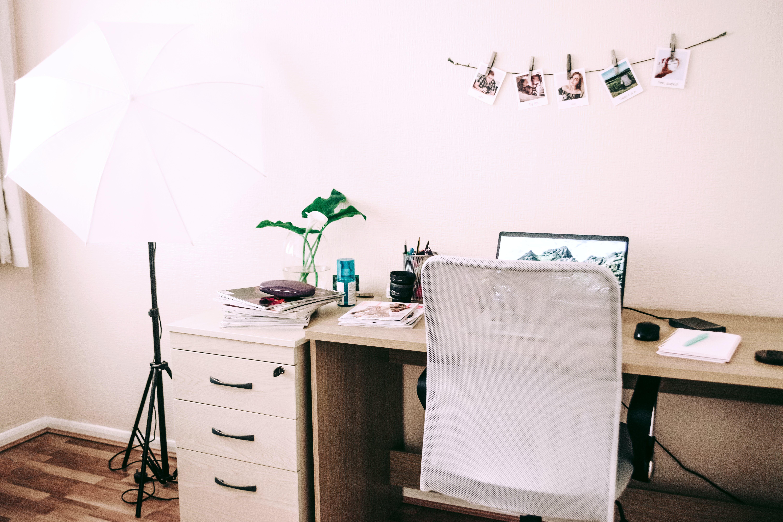Fotobanka sbezplatnými fotkami na tému izba, kancelária, notebook, sedadlo