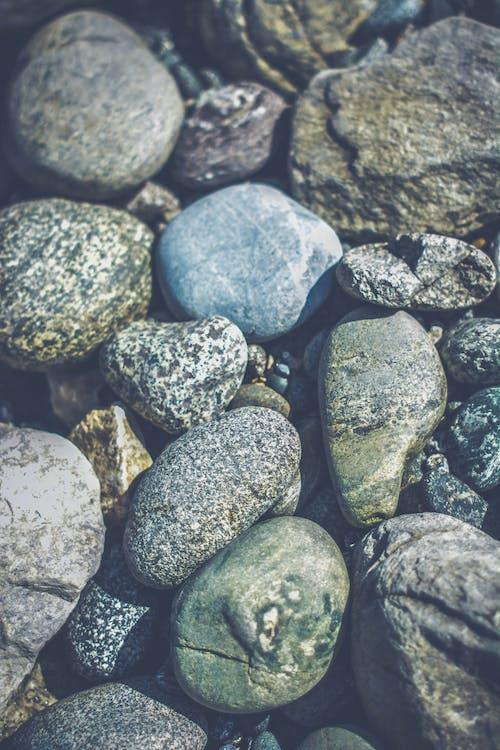 галька, камни, скалы