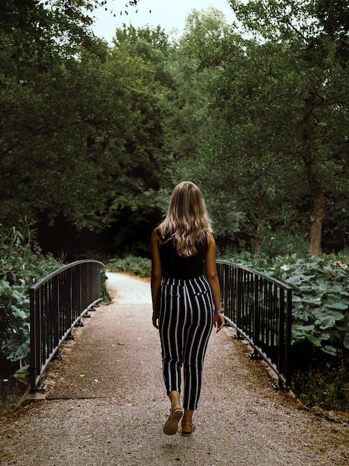 Безкоштовне стокове фото на тему «Дівчина, жінка, Лісабон, парк»