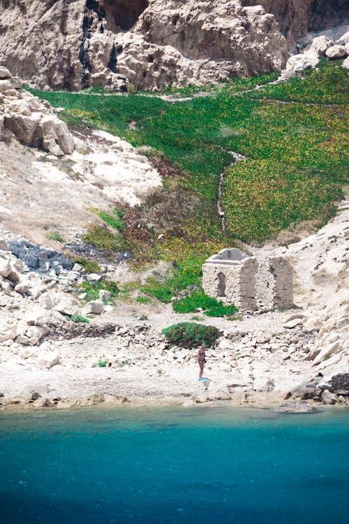 Ilmainen kuvapankkikuva tunnisteilla hiekka, hiekkaranta, jyrkänne, kivet