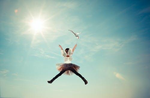 Gratis lagerfoto af barn, bevægelse, fe, himlen