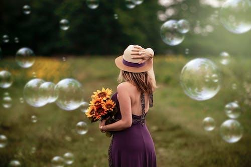 buket, Çiçekler, elbise, güzel içeren Ücretsiz stok fotoğraf