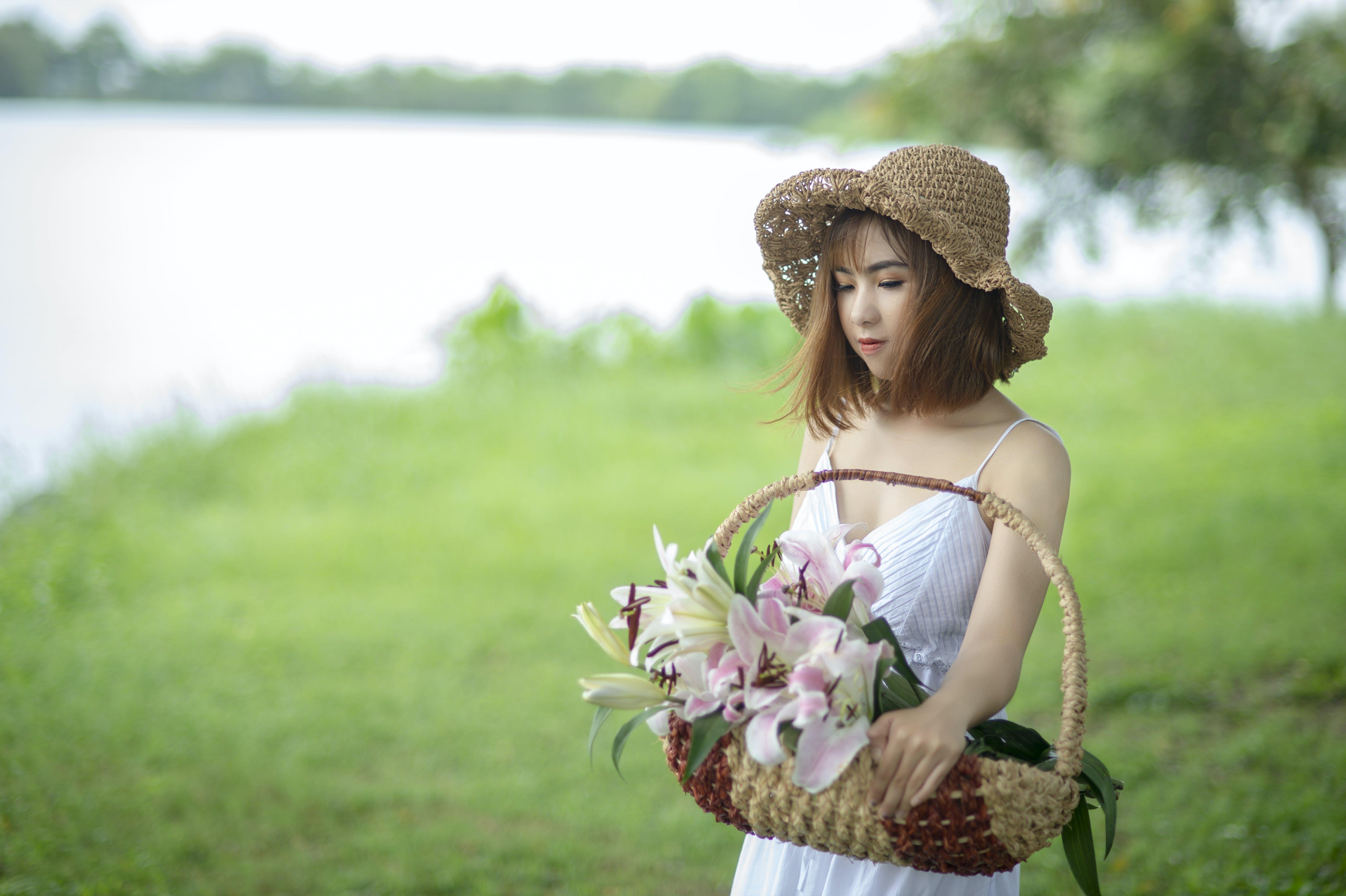 Darmowe zdjęcie z galerii z azjatka, azjatycka dziewczyna, biała sukienka, czas wolny