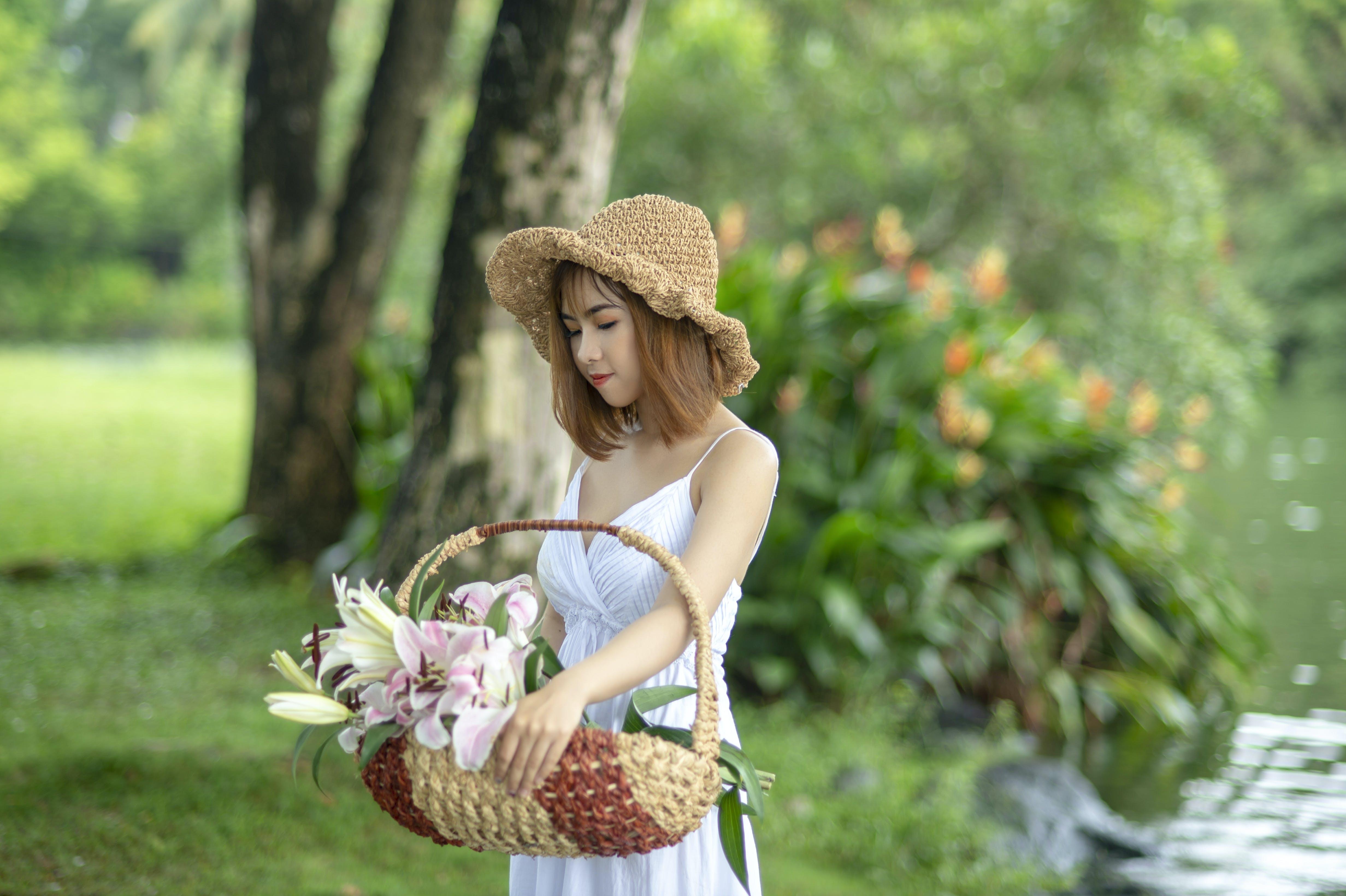 Kostenloses Stock Foto zu asiatin, asiatische frau, bäume, blumen