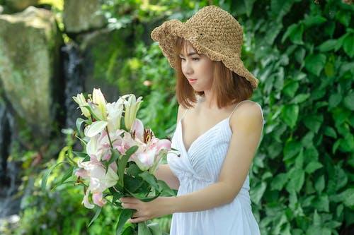 Foto d'estoc gratuïta de asiàtica, barret, bellesa, bonic