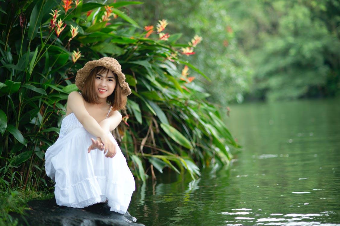 Ážijčanka, ázijské dievča, biela