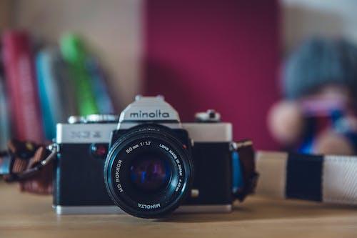Бесплатное стоковое фото с minolta, аналоговая камера, камера, линза