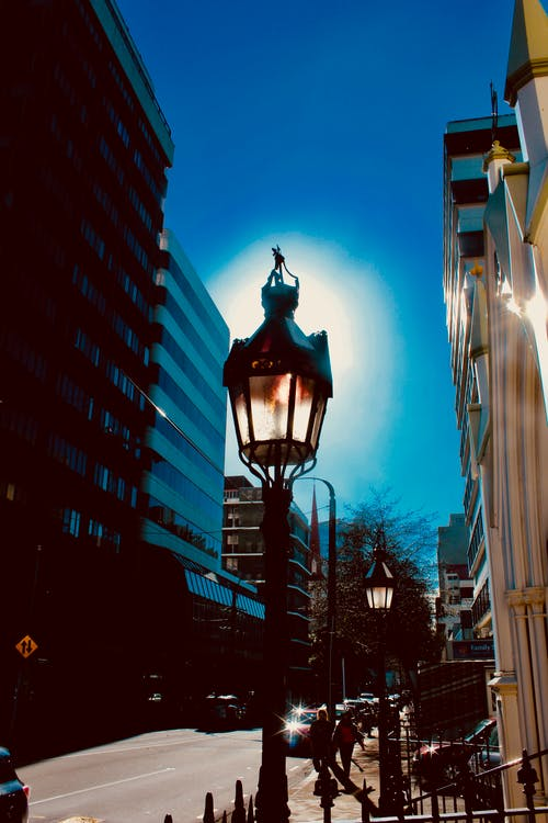Gratis stockfoto met #gebouwen, #schittering van de zon, #stad, #straat