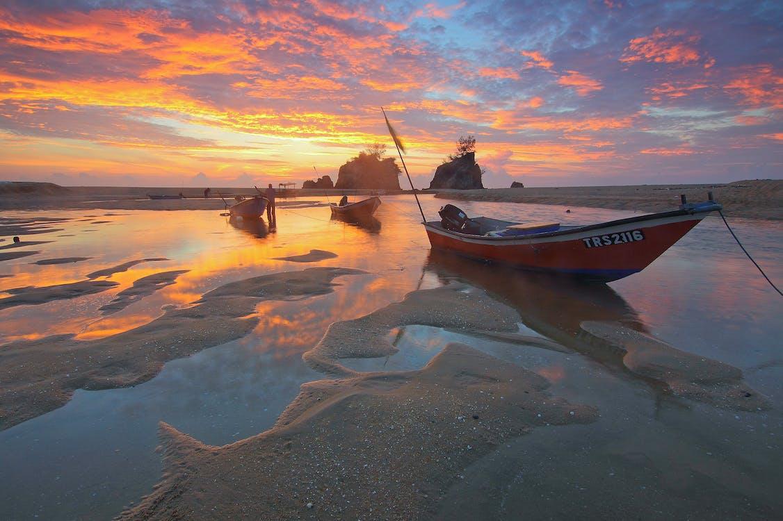 csónakok, ég, hajnal