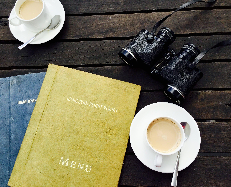 Kostenloses Stock Foto zu cappuccino, ferien, fernglas, frühstück