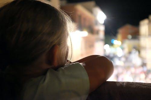 คลังภาพถ่ายฟรี ของ กลางคืน, ถนน, เด็ก, เด็กสาว