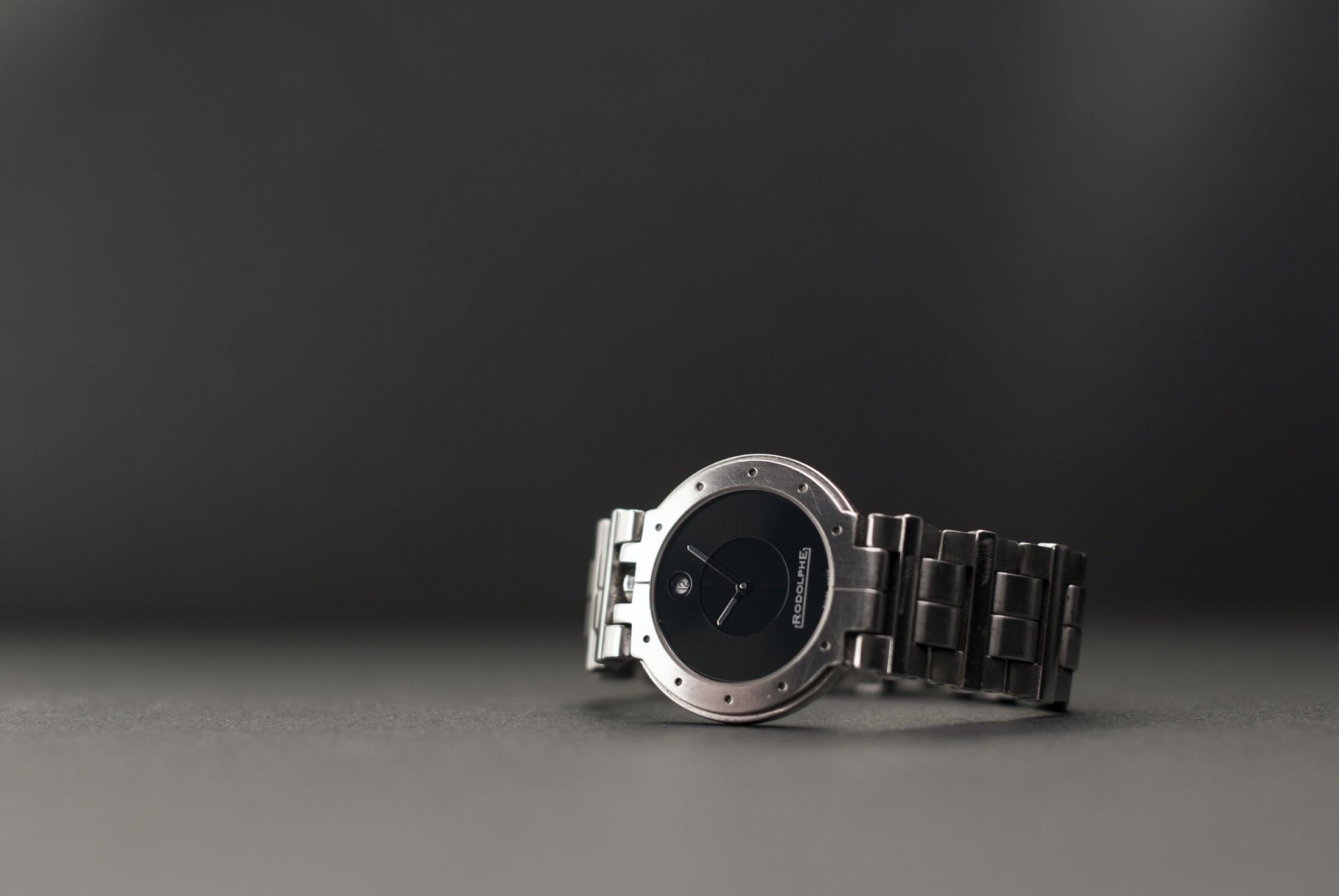 Silver Link Round Black Analog Watch