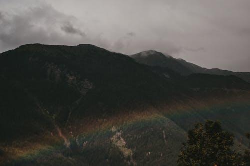 Fotos de stock gratuitas de arco iris, escénico, luz de día, montaña
