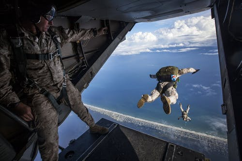Ingyenes stockfotó edzés, egyenruha, ejtőernyősök, ejtőernyőzés témában