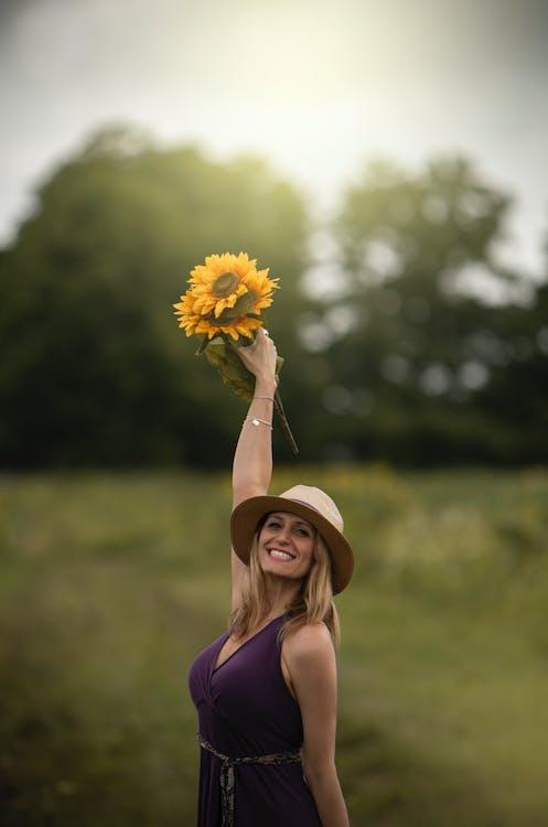 bukiet kwiatów, fioletowy, kapelusz słoneczny