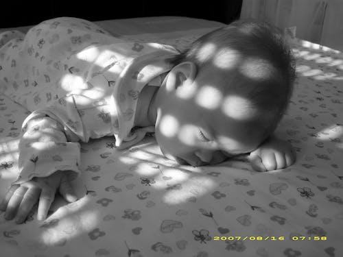 Бесплатное стоковое фото с ребенок, спать