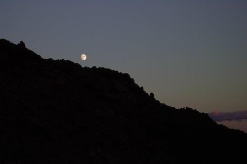 달, 산, 일몰의 무료 스톡 사진