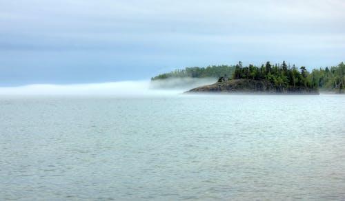 Δωρεάν στοκ φωτογραφιών με lake superior, δέντρα, μινεσότα, ομίχλη