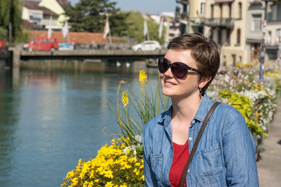 Çiçekler, Güneş gözlüğü, kısa saç