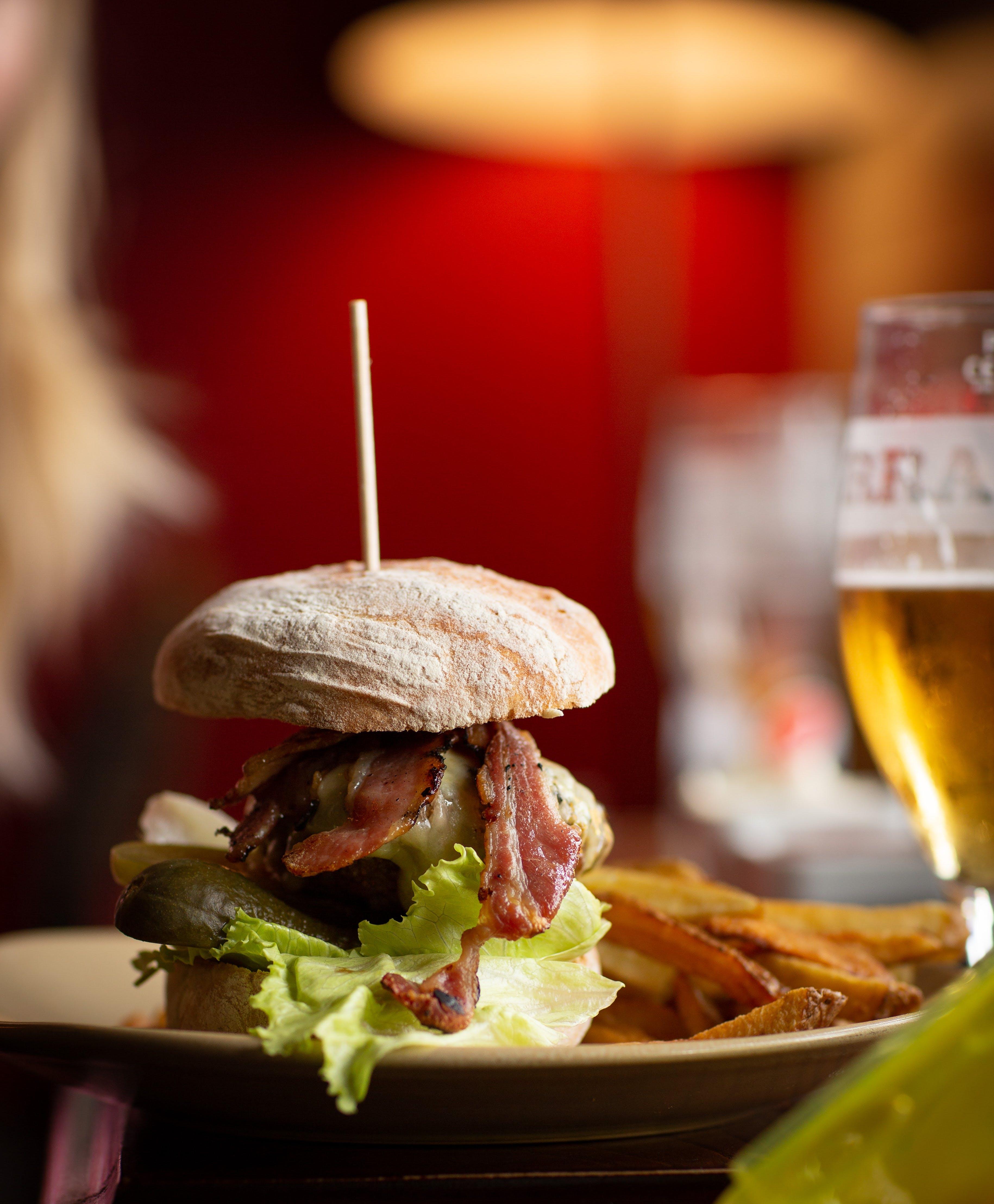 Foto d'estoc gratuïta de apetitós, dinar, fregeix, hamburguesa