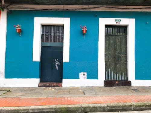 Δωρεάν στοκ φωτογραφιών με αρχιτεκτονική, αστικός, γλάστρες, είσοδος