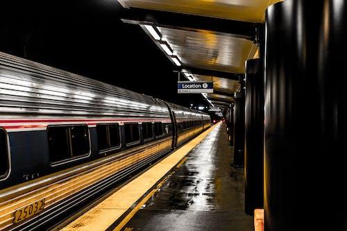 Foto d'estoc gratuïta de andana, entrenar, estació, estació de ferrocarril
