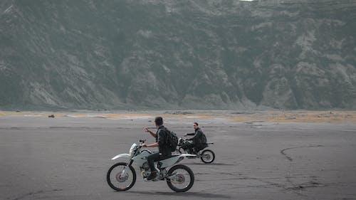 Foto d'estoc gratuïta de acció, anant amb bici, atracció, aventura