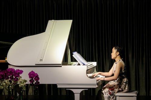 Darmowe zdjęcie z galerii z artysta, azjatka, dziewczyna, etap