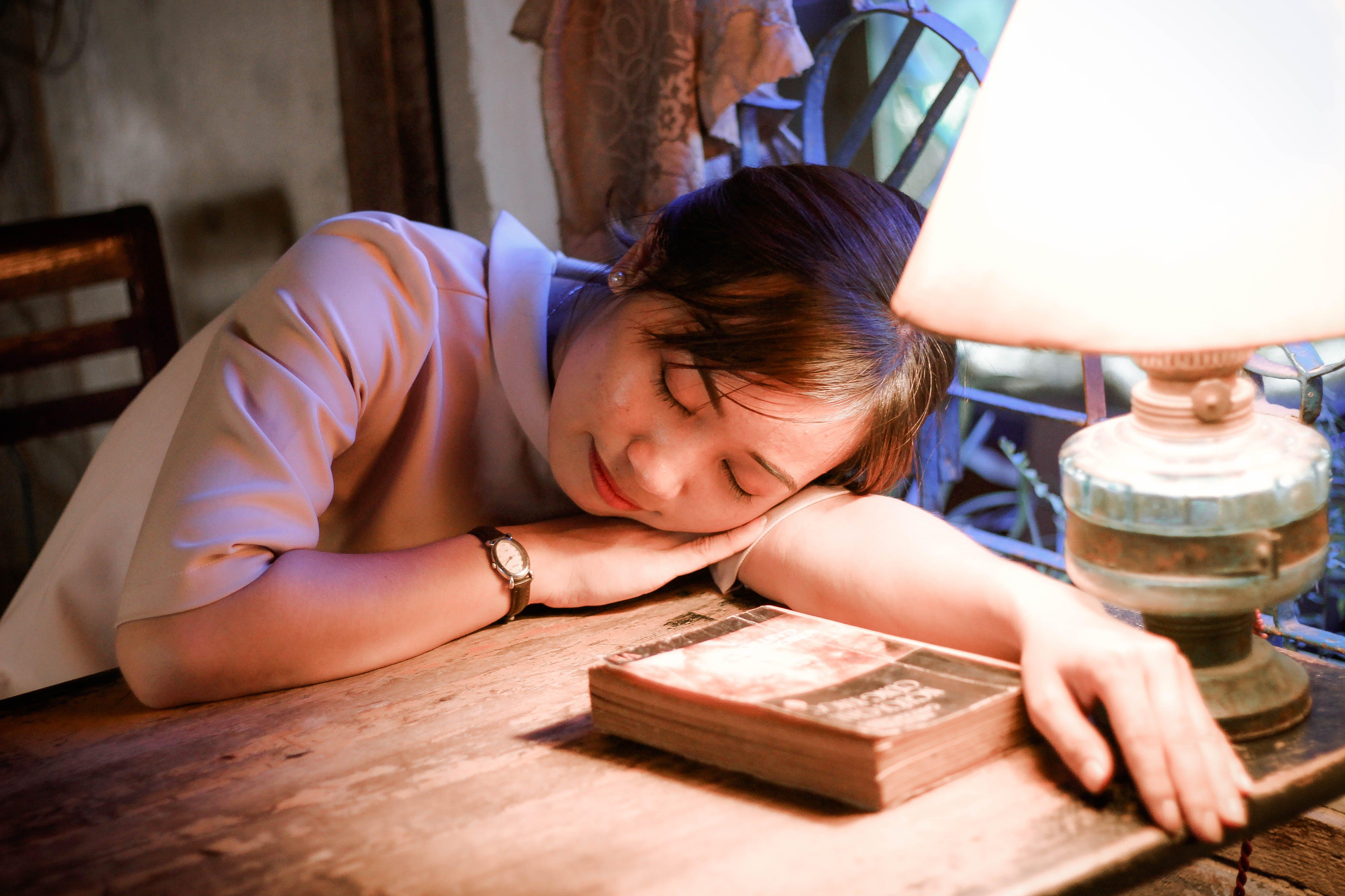Foto d'estoc gratuïta de dona, dorment, dormir, esbarjo