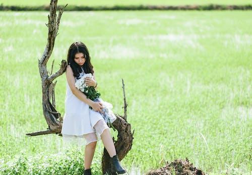 Gratis stockfoto met Aziatisch meisje, Aziatische vrouw, bloemen, boom