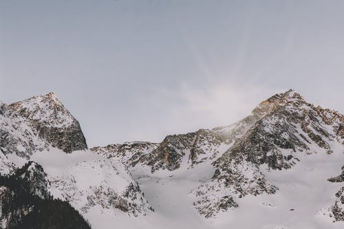 Gratis lagerfoto af bjerge, bjergtop, bjergtoppe, dagslys