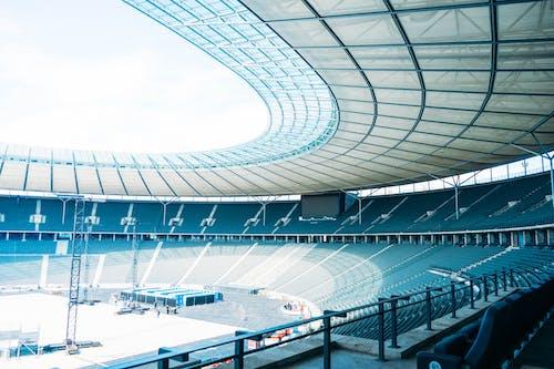 Ilmainen kuvapankkikuva tunnisteilla arkkitehtuuri, jalkapallostadion, katsomo, katsomon istuimet