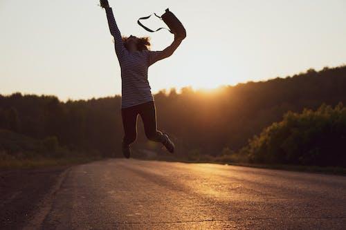 人, 休閒, 公路旅行, 夏天 的 免费素材照片