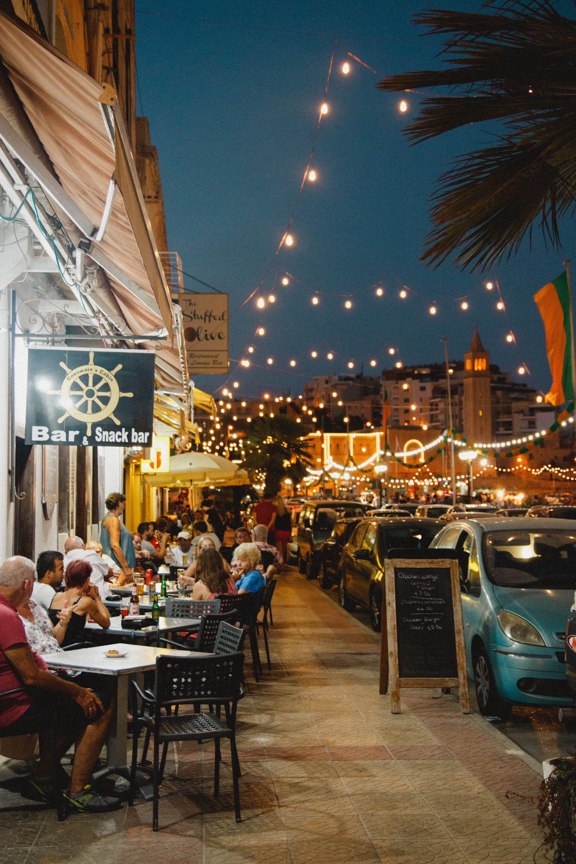 Kostenloses Stock Foto zu abend, bar, business, draußen
