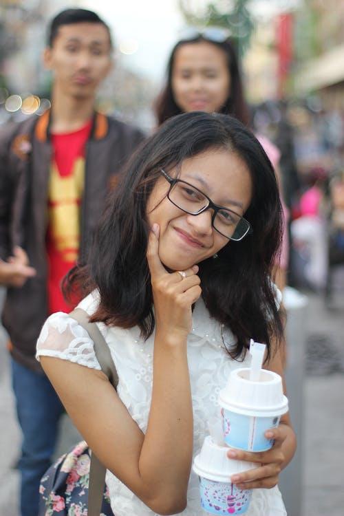 detailný záber, dievča, dioptrické okuliare