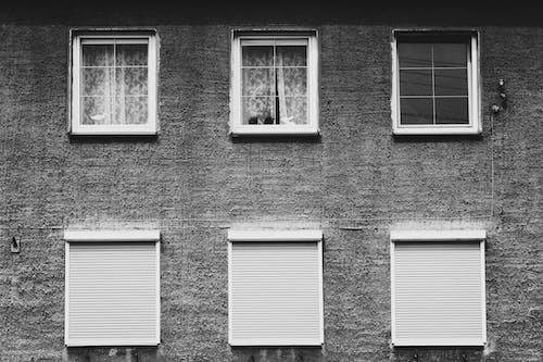 Foto d'estoc gratuïta de blanc i negre, cortines, disseny, edifici