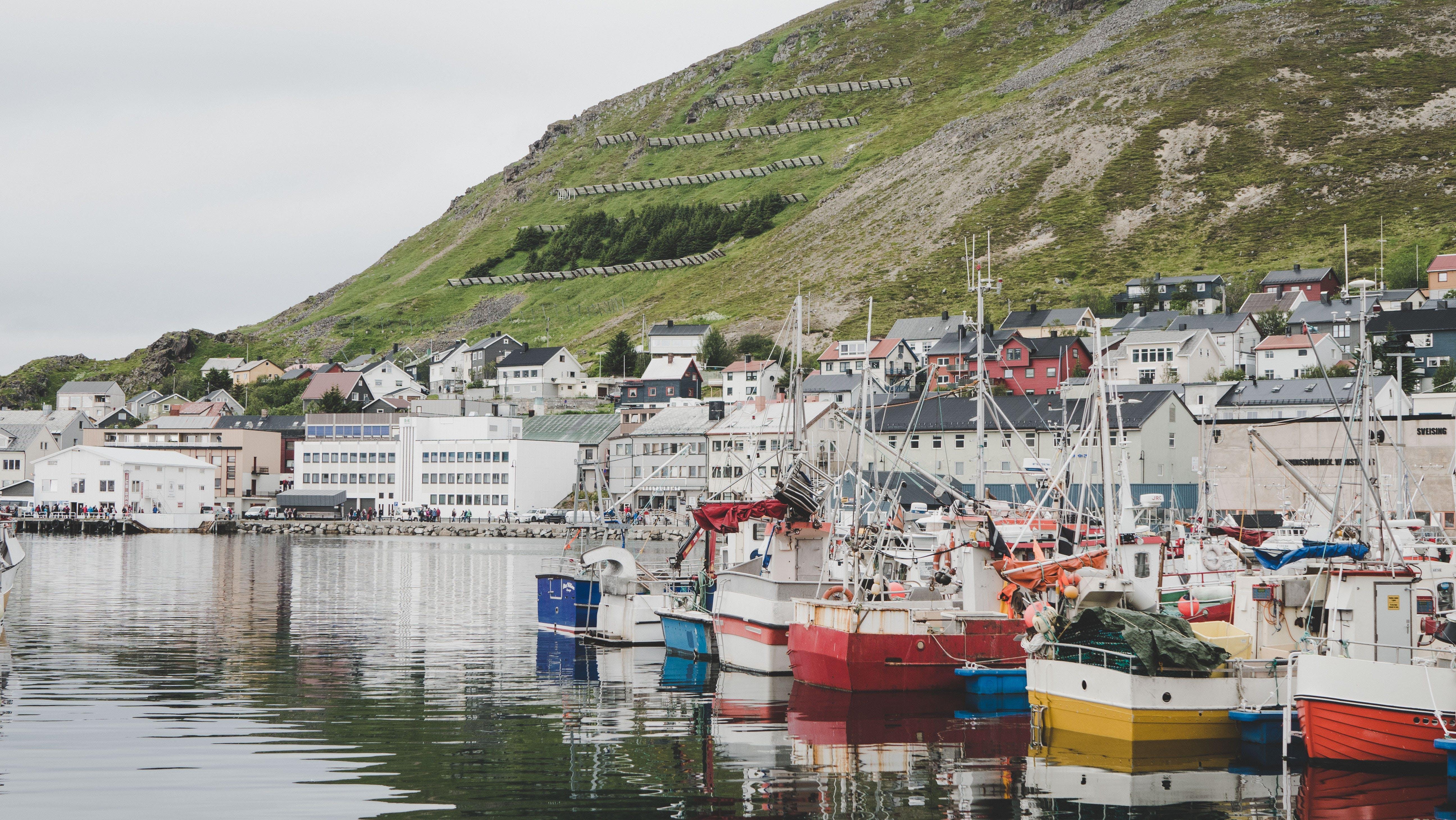 Immagine gratuita di acqua, architettura, barche, barche da pesca