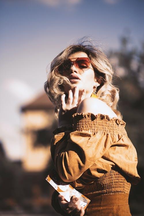 Foto stok gratis berbayang, cahaya matahari, cokelat, dewasa